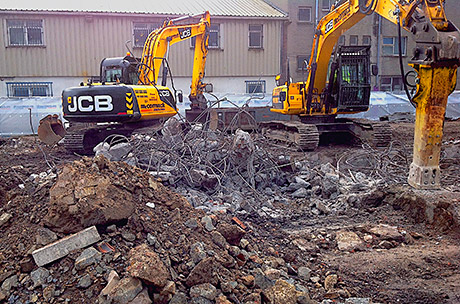 McCormack's large fleet of JCBs permits machines to be matched to the size of job