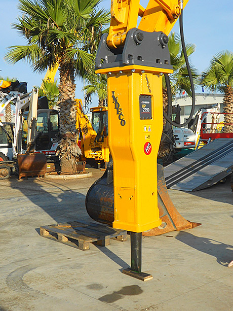 The HP 2750 can be fitted to excavators in the weight class 19 to 24 tons.